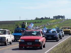 Miles de vecinos utilizaron sus autos, motos y bicicletas para celebrar la decisión de no instalar la papelera en Fray Bentos