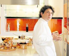 Acurio en la cocina: el éxito no lo ha mareado y sigue disfrutando al máximo de una vocación que sintió desde chico