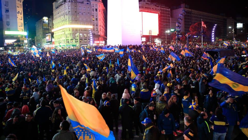 Rápidamente miles de hinchas fueron al Obelisco y a la cancha para festejar. Foto: LA NACION / Rodrigo Néspolo