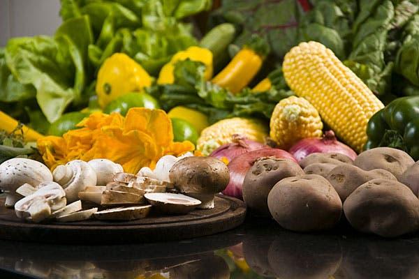 Llená tu carrito de compra con las frutas y verduras que más te gustan.