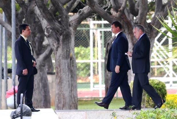 Temer mantuvo ayer contacto con aliados y mandos militares para contener la crisis
