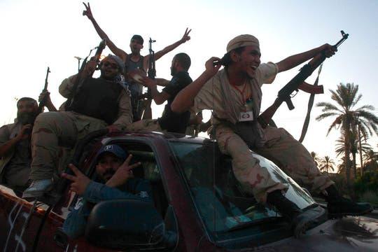 Los rebeldes recorren Trípoli. Foto: AFP