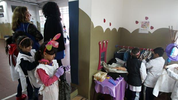 El rincón de disfraces en la escuela Malvinas Argentinas