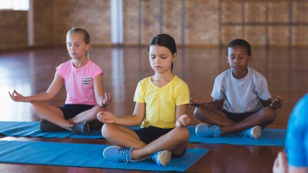 Atención: niños meditando
