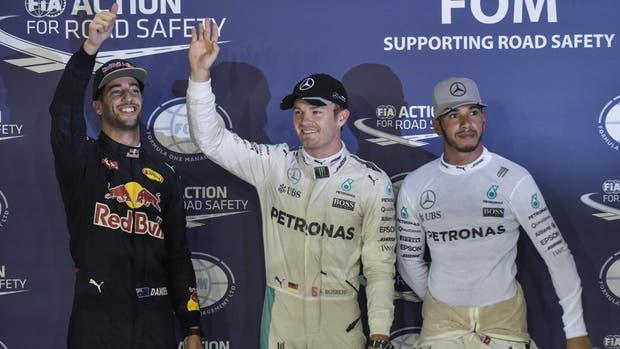 Fórmula 1: Nico Rosberg volvió a superar a Lewis Hamilton y se quedó con la pole en Singapur
