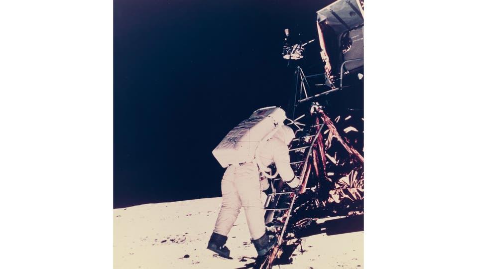Neil Armstrong fotografía a Buzz Aldrin, el segundo hombre en pisar la Luna. Foto: NASA