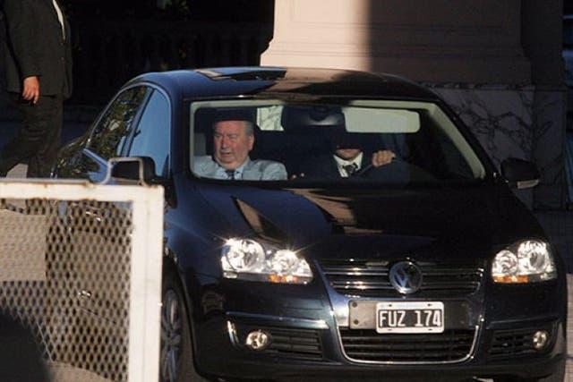 Grondona a la salida de la Casa de Gobierno