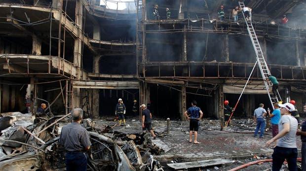La devastación que dejó la explosión en el barrio chiita de Karada, en el centro de Bagdad