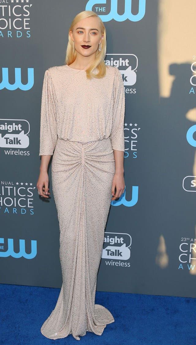 Saoirse Ronan, con un vestido retro de Michael Kors