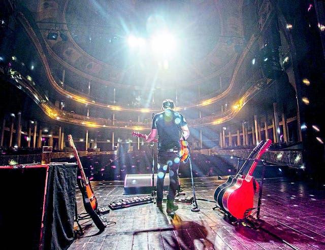 Lisandro y sus guitarras, en la prueba de sonido