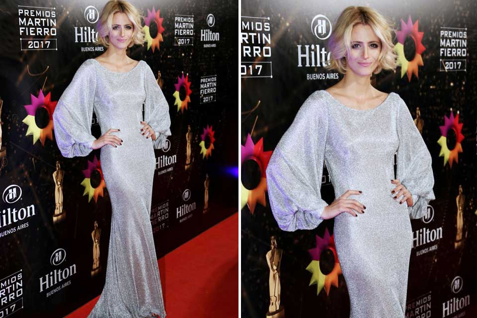 Mónica Antonópulos de largo con este vestido en color plata con brillos.