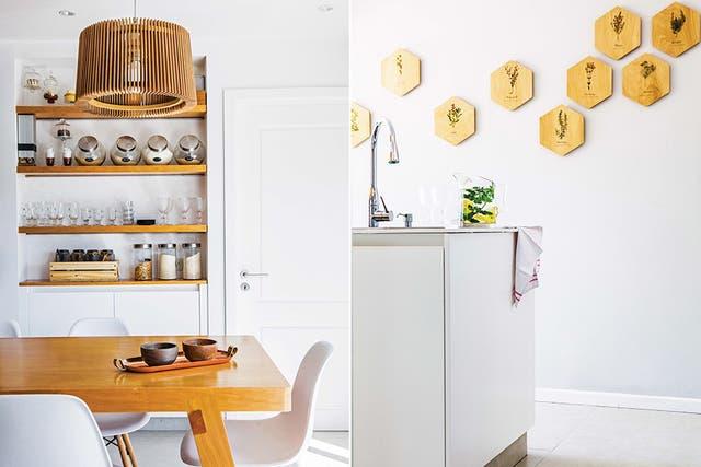 Los detalles en madera en distintos rincones atenúan la intensidad del blanco. La máxima fue lograr un espacio fácil de mantener en orden, pero cálido para la vida familiar