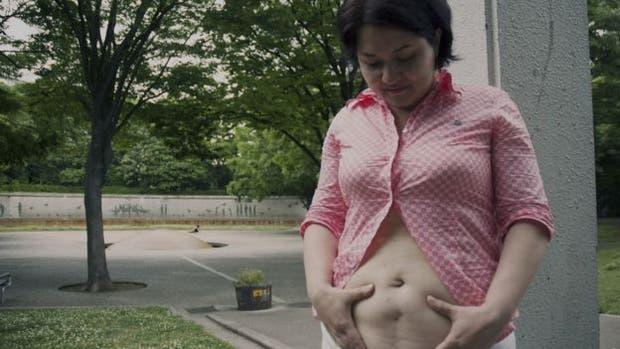 Samanta Yoshida dice que no siente vergüenza por la cicatriz vertical de su cesárea