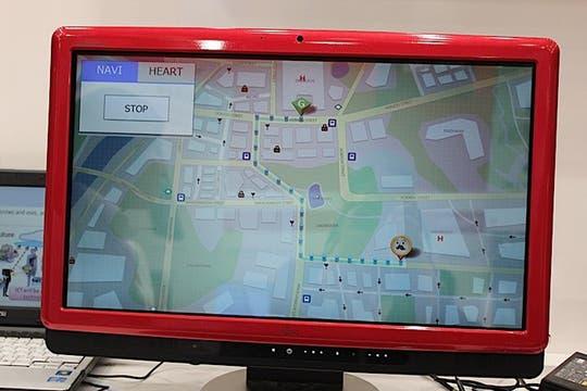 Mediante un software, el bastón inteligente permite establecer trayectos definidos para guiar al usuario. Foto: Gentileza Fujitsu