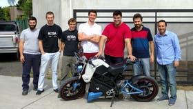 El equipo responsable de la moto eléctrica Voltu en Paraná, Entre Ríos