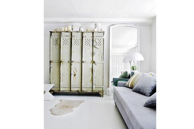 """Mi casa es una mezcla en partes iguales de muebles buenos (lo que llamo: """"comprar bien para comprar una sola vez"""") y objetos reciclados como éste. Me gusta encontrarlos, trabajarlos y experimentar con ellos para poder compartir mis conclusiones"""".  /Daniel Karp"""