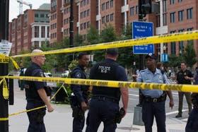 La jefa de la Policía Metropolitana, Cathy Lanier, dijo que un atacante murió
