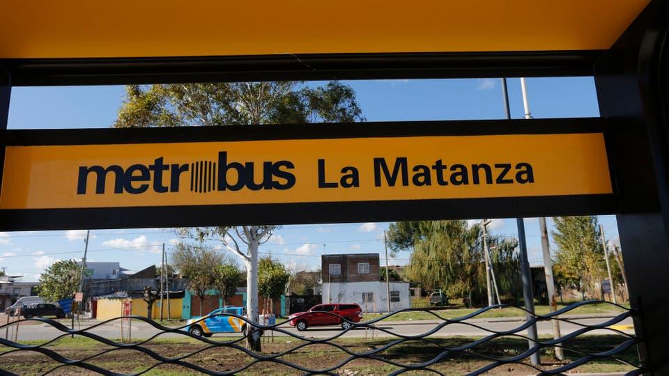 La inversión total en el tendido del ramal y en el futuro centro de transbordo González Catán, que en junio conectará con la estación de tren Independencia de la línea Belgrano Sur, ronda los $ 2000 millones. Foto: LA NACION / Ricardo Pristupluk