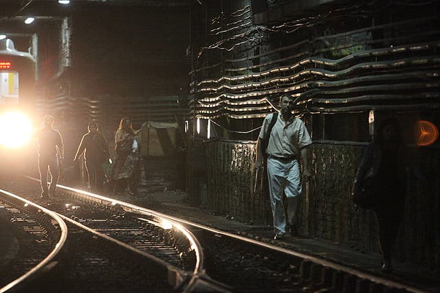En el primer día de reapertura de la línea A de subtes los pasajejron debieron bajar del subte y caminar por las vías tras un desperfecto técnico