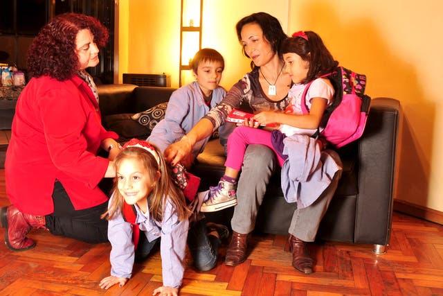 Los trillizos de Silvina Maddaleno y Andrea Majul asisten a una escuela pública de Buenos Aires