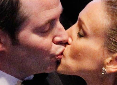 El beso entre Sarah Jessica Parker y su marido, Mathew Broderick. Foto: Reuters