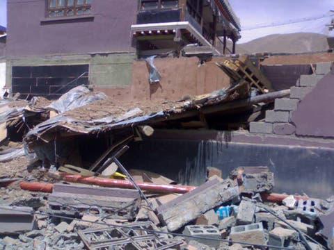 Casas totalmente destruidas despúes que un fuerte terremoto azotara la zonade la  provincia noroccidental china de Qinghai. Foto: AP