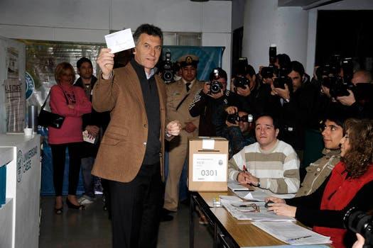 Mauricio Macri con su voto en la mano. Foto: lanacion.com / Gentileza Prensa Pro