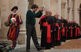 Nanni Moretti abre el juego junto a un grupo de cardenales en Habemus Papa