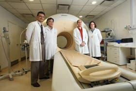 El equipo de investigación: Fernando Taragano, Shiqueru Kozima, Juan Gallo y María Bastianello