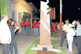 Fabriciano regala una de sus obras a la ciudad, en 2007