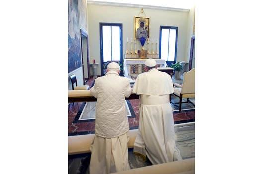 Un rezo juntos, histórico. Foto: AP / L Osservatore Romano