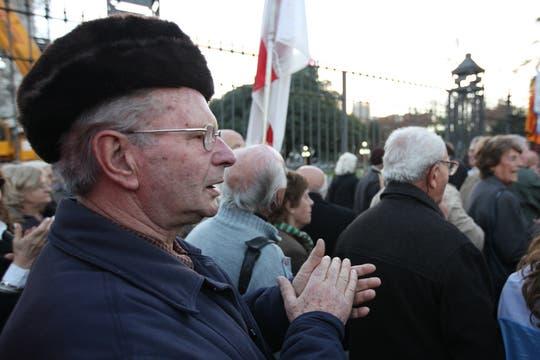 Manifestación contra el traslado de la estatua de Colón. Foto: LA NACION / Sebastián Rodeiro