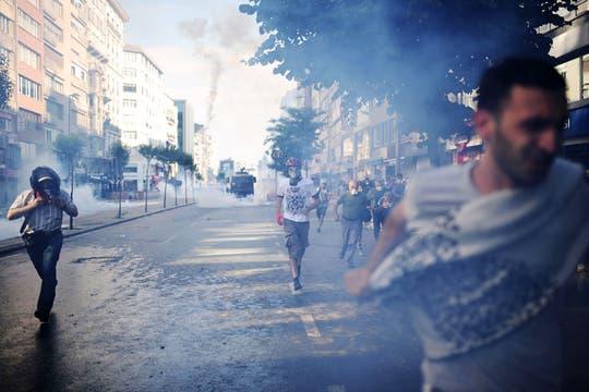 Tras dos semanas, continúa la represión a los manifestantes que protestan contra el primer ministro en Estambul y Ankara. Foto: AFP