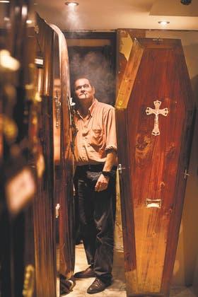 El director de la funeraria donde trabaja Fabián Claudio Guasti no sabe qué precio ponerles a los ataúdes