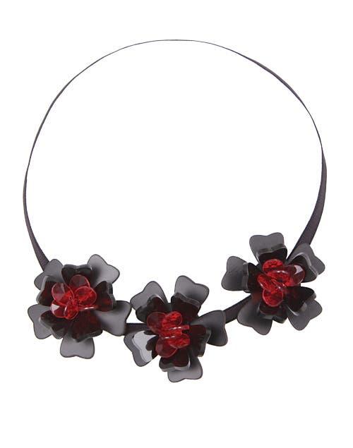Elastico y flores (Uma, $128).