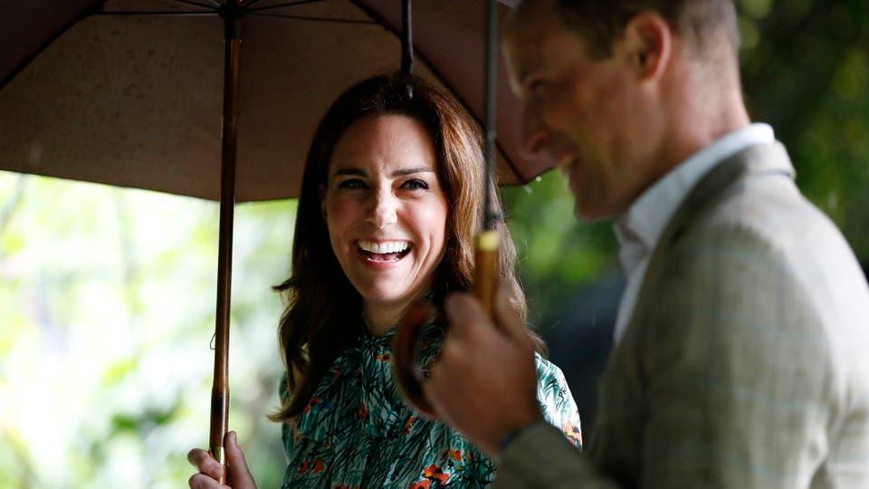 Los príncipes William y Harry rendiendo homenaje a su madre, la princesa Diana, en vísperas del 20 aniversario de su muerte visitando el Jardín Sunken para honrar el trabajo de Diana con obras de caridad. Foto: AP / Kirsty Wigglesworth
