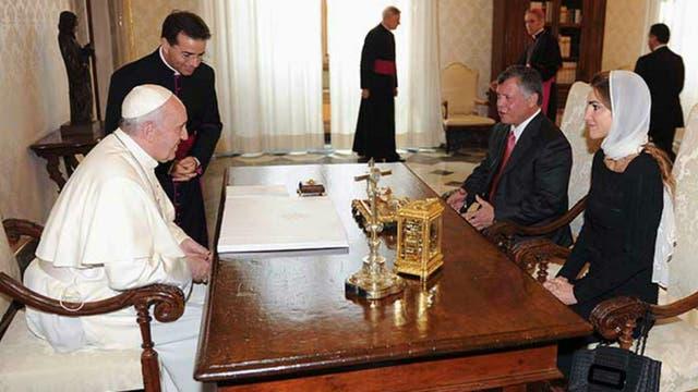 El Papa Francisco recibió al rey de Jordania, Abdala II y la reina Rania, en el Palacio Apostólico. Foto: Archivo