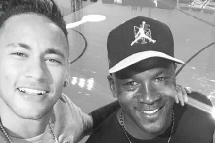 Dos potencias en una foto: la selfie de Neymar con Michael Jordan