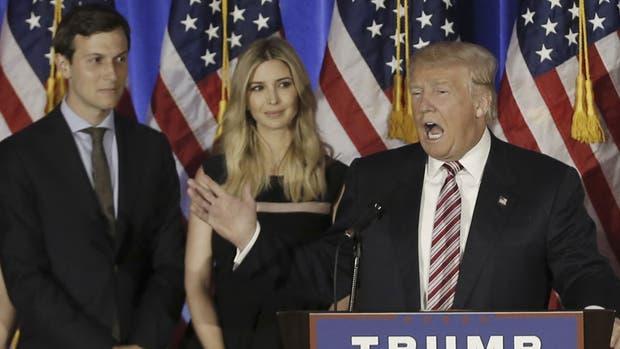Trump junto a Ivanka y Jared Kushner