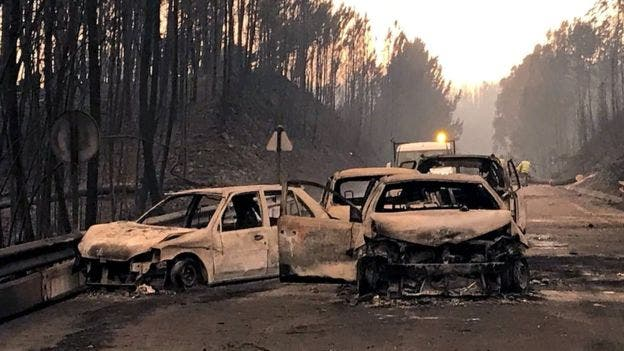 62 muertos por un incendio que sigue activo en Portugal