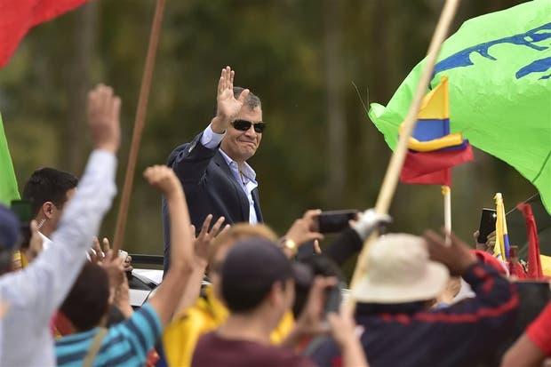 Correa se despide de sus seguidores en Quito, antes de partir para radicarse en Bélgica
