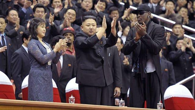 El ex basquetbolista norteamericano Dennis Rodman, en un partido junto a Kim