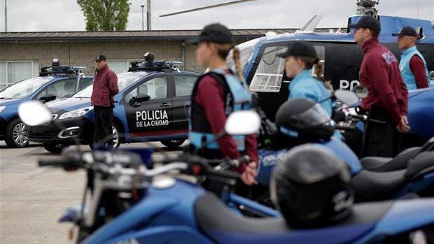 Proponen un sistema de premio y castigos para la policía de la Ciudad