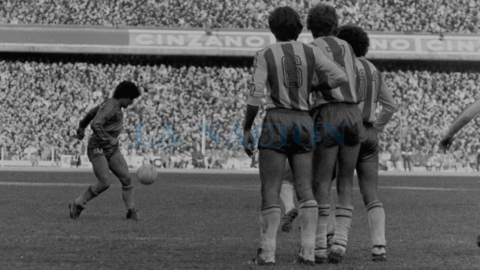 19-7-1981: otra imagen contra el Pincha, en el 1 a 0.. Foto: LA NACION