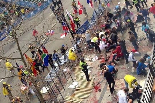 Las explosiones se produjeron en la línea de llegada. Foto: @elmundoes