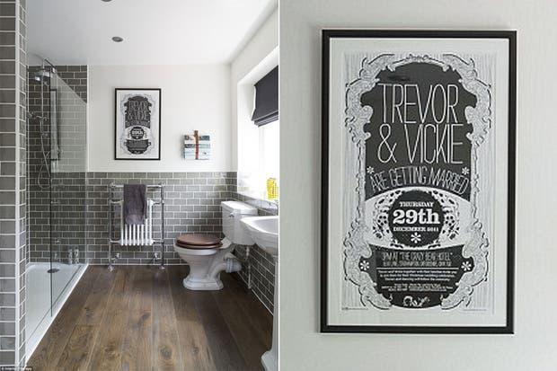 Los revestimientos que imitan la madera son ideales para darle calidez a un baño.  /Dailymail.co.uk