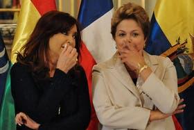 Cristina y Dilma Rousseff cuchicheaban ayer, durante la asunción de Maduro