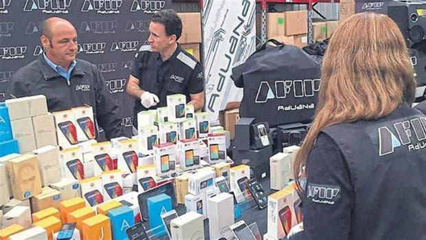 El Estado pierde $ 3071 millones anuales por el contrabando de celulares
