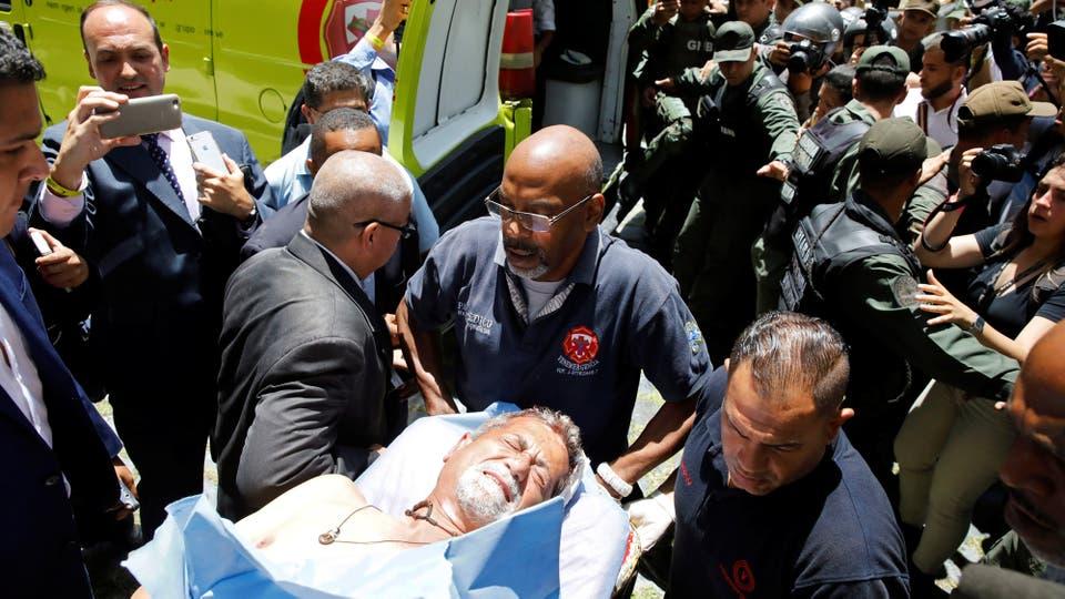 Un grupo de presuntos simpatizantes del Gobierno venezolano entró a la fuerzaa la sede del Congreso.. Foto: Reuters / Carlos Garcia Rawlins