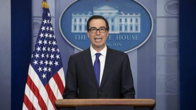 """El secretario del Tesoro, Steven Mnuchin, calificó al presidente Maduro como """"dictador"""""""
